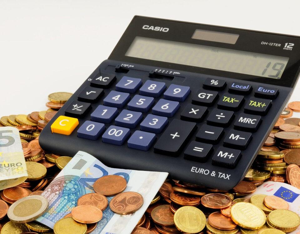 Descubre en este artículo qué es el Impuesto de Sucesiones y Donaciones, cuándo hay que presentarlo y quién debe abonarlo.